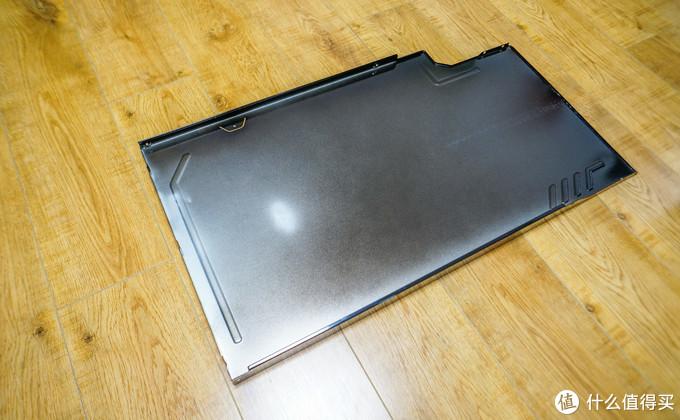 继续拆下侧板,它的厚度也是1mm