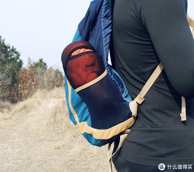 能放在登山包侧口袋