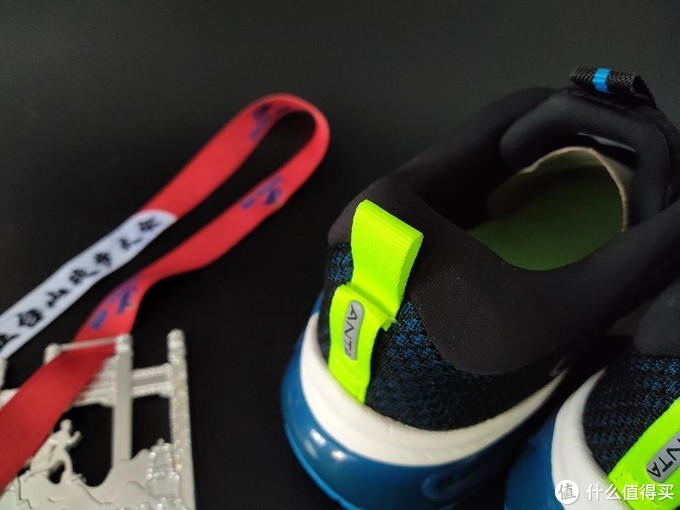 咕咚大数据加持安踏创新跑鞋 智能吸震稳着陆