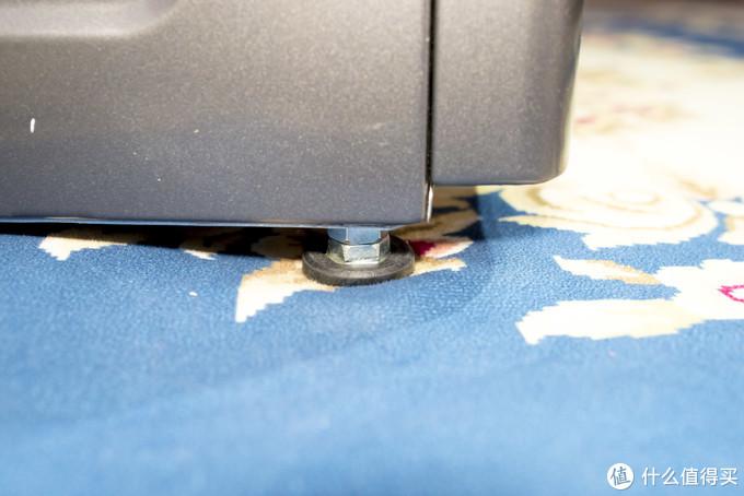 在正常工作时,不可放置在地毯,木地板等表面。需要放置在坚硬平整的地面上。