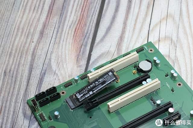 打破传统,散热到底---益德CPU反装双极主板