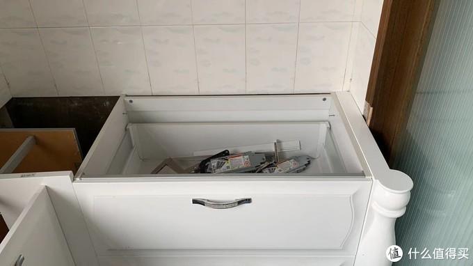 2个柜子对角放不了,导致水槽抽屉拉不开