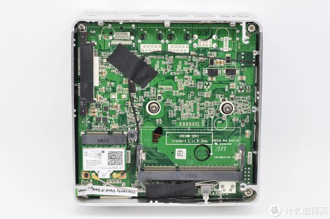 可以安装一根ddr3内存和一个2.5英寸硬盘