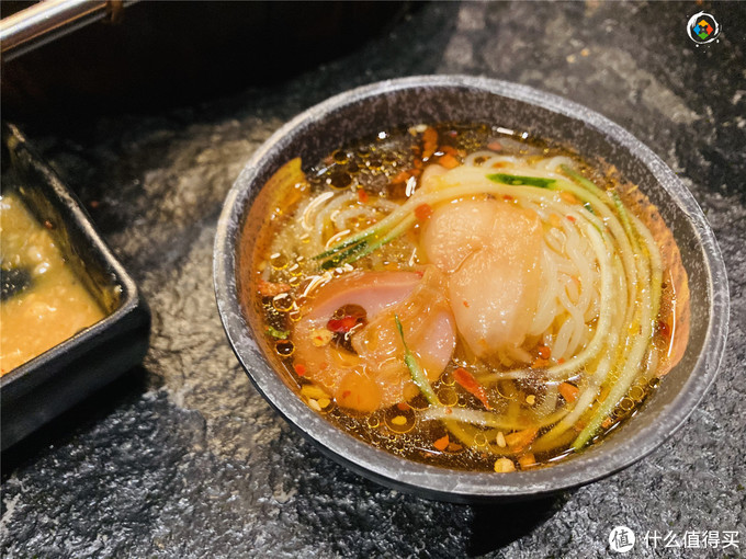 在重庆烤肉店里吃蚕蛹,老板不小心说漏嘴:我自己从来不吃