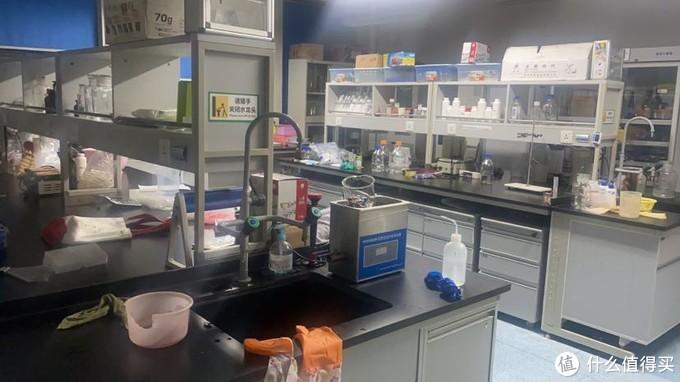 深夜的实验室