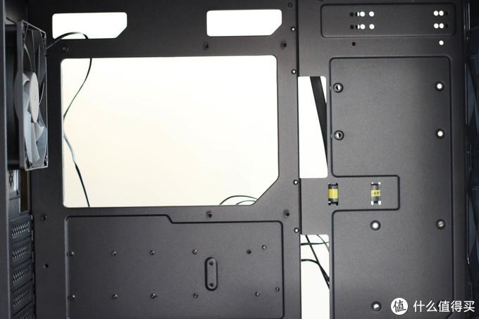 """机箱通透,水冷好用,发光体聚集打造""""光污染"""""""