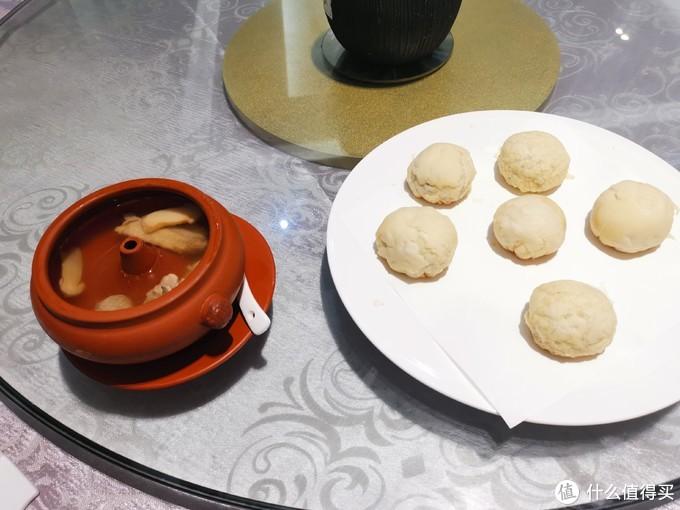鲜花饼和汽锅鸡