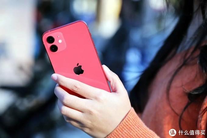 似曾相识又焕然一新,足够轻薄的iPhone 12火热评测,或是年度最具性价比的苹果手机