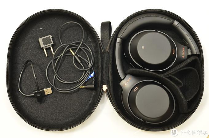 折叠收纳的好处在于,让耳机更便于随身携带