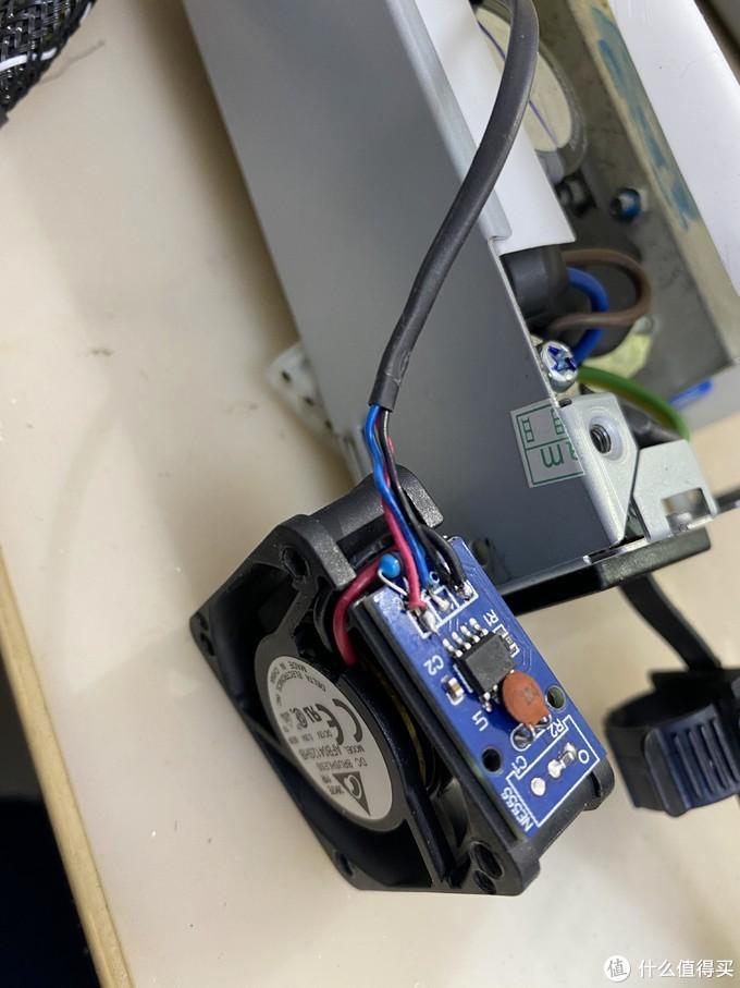 PWM方波生成欺骗信号通过蓝色输出给电源