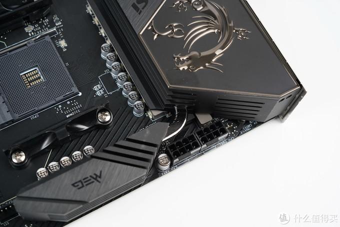 主板CPU供电接口是双8pin接口。