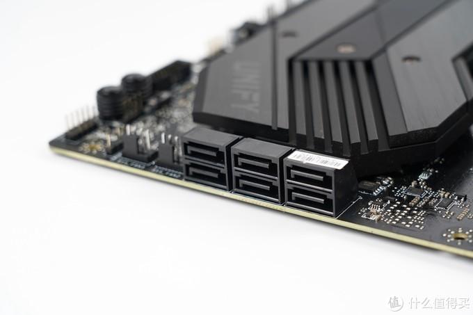 提供了6个SATA 6Gbps硬盘接口