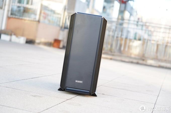 机箱方面选择了德商bequiet新推出的Silent Base 802机箱,此款机箱是Silent Base 801的升级款。注重高性能可模块化安装同时更加的静音!bequiet品牌是以生产低噪音电源、散热器、机箱闻名,做工扎实设计稳重,蛮适合我的审美标准。