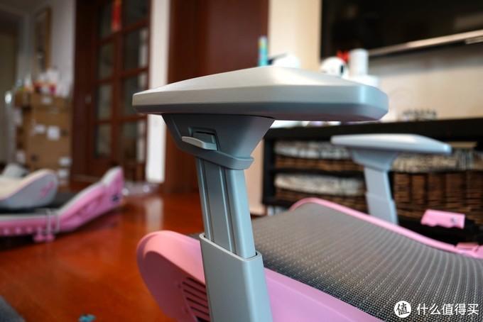 送给女儿的小礼物,DXRacer迪锐克斯粉色电竞椅入手。
