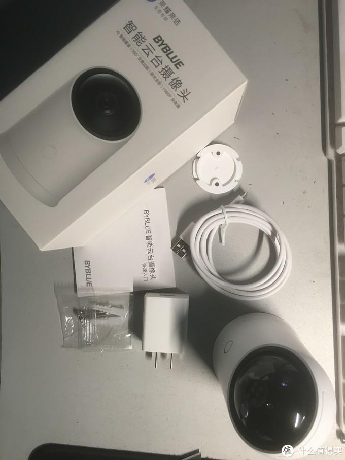 全套包装也比较简单了,充电头,充电线,摄像头本体,上墙套装,说明书