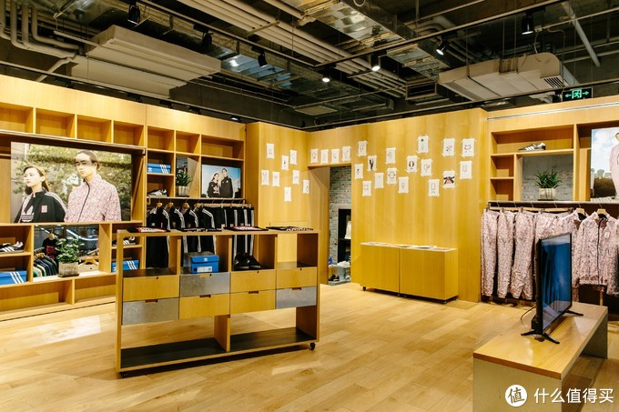 adidas Originals x have a good time 发售在DOE位于新天地的店内,新天地店内空间装修由青山周平负责设计,摘自YOHO!GIRL