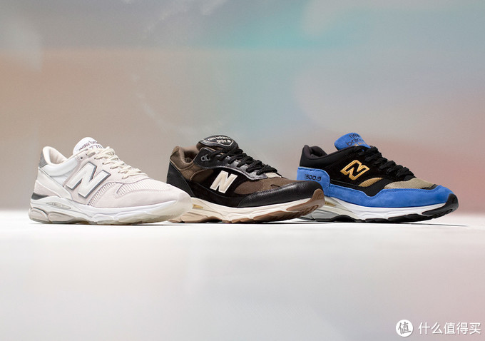 这是整个Pack里的三双鞋,从左往右依次770.9,991.9,1500.9