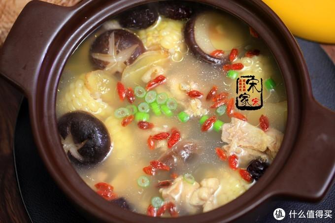 冬季煲鸡汤,3样食材别错过,三天两头喝,滋补营养气色好