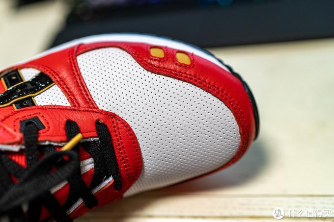 大面积的皮质带孔前掌鞋面,应该不会太闷脚