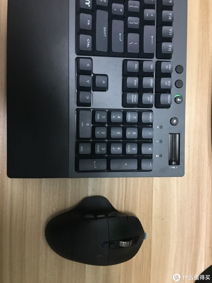打造无线游戏桌面 Tt g521 和罗技 g604