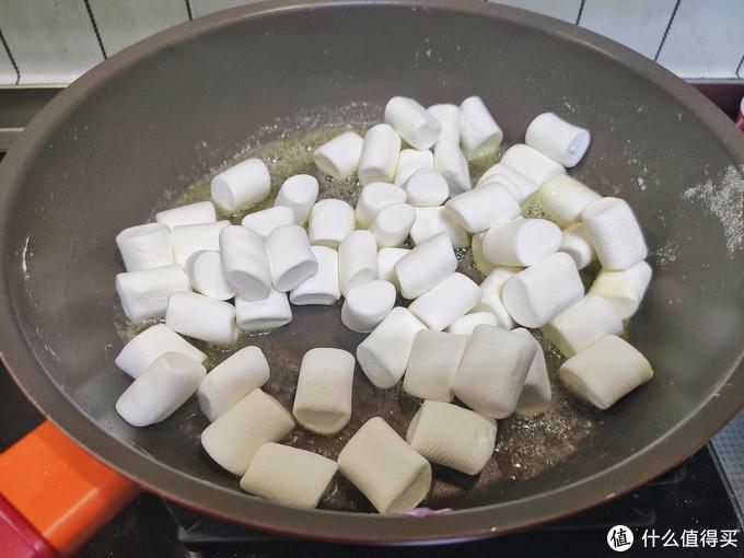 快过年了,多种口味雪花酥做起来,酥脆香甜,好看好吃,全家喜欢