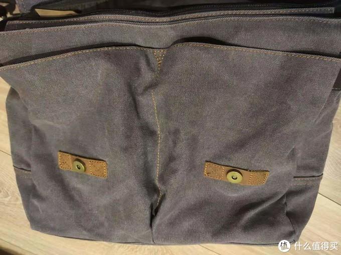 正面双大副袋,非常实用