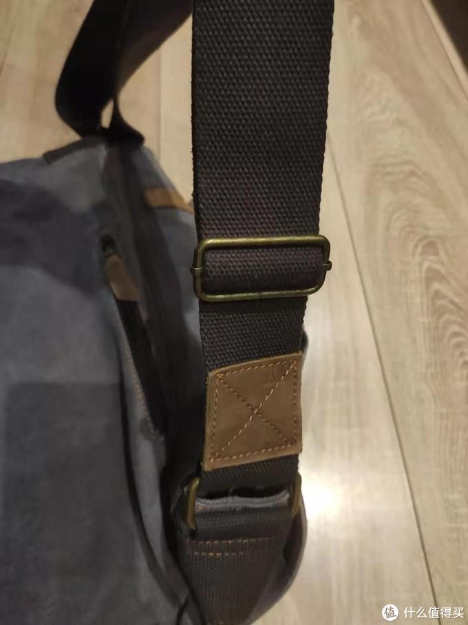 背带也是真皮装饰,走线舒服,非常结实