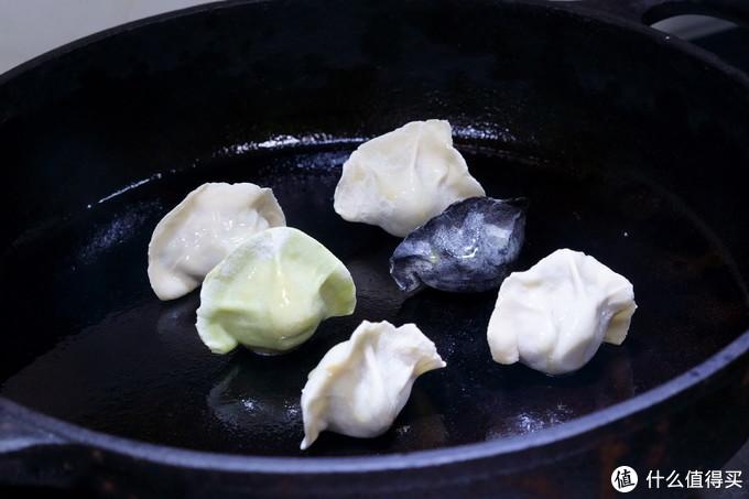 锅底抹油,速冻水饺直接下锅