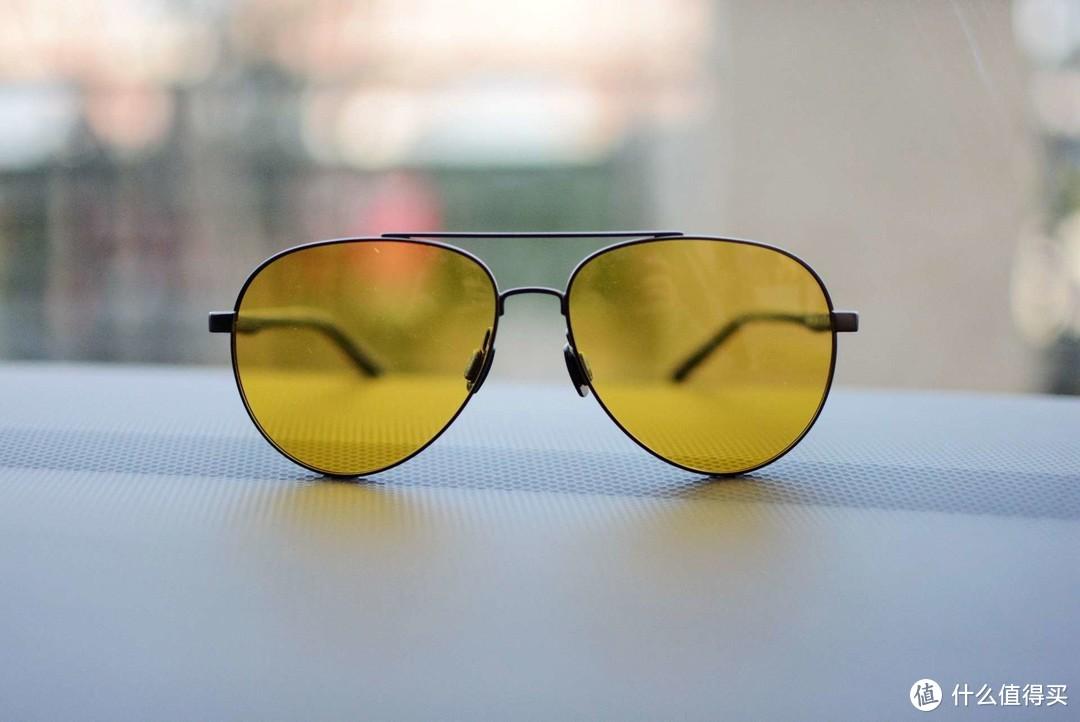 夜晚也能戴的墨镜:智能变色,悠启日夜两用驾驶镜评测