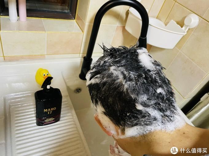 """要996打工,更要保卫头顶那片""""黑田""""—历经3个月,85后中年男横评5款热销固发洗发水"""