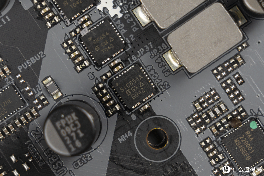 颜值性能双在线,华擎 Z590 钢铁传奇 WiFi 6E 拆解评测