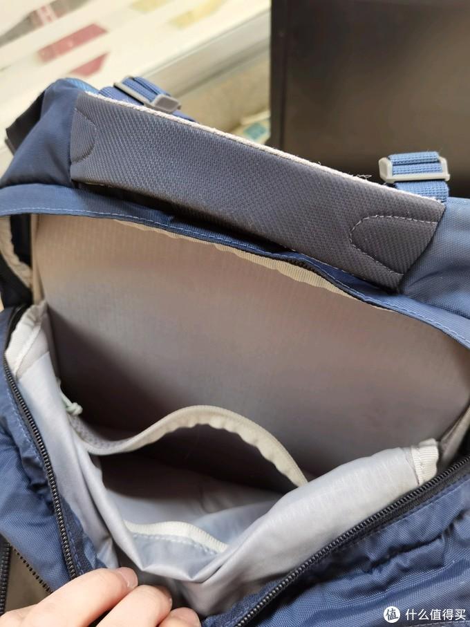 这是笔记本层,插拉链口袋可以放平板电子书。