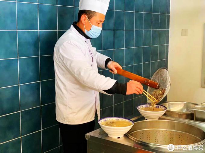 来碗暖和的羊杂汤