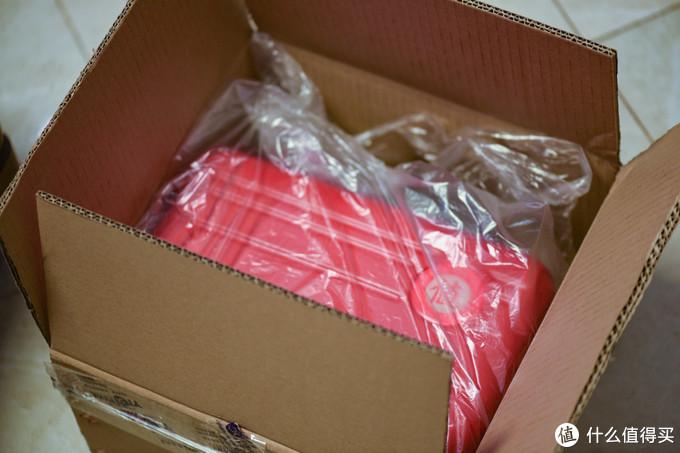 一个很大的包装箱,就知道是ZDM的礼物了。