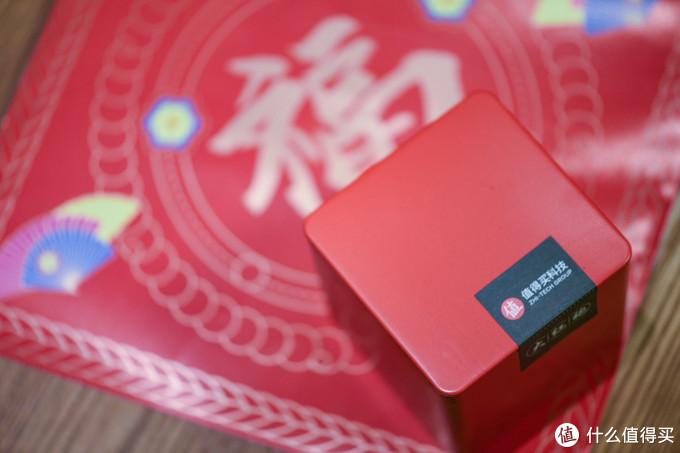 首先是ZDM的老朋友,茶叶,这次是大红袍,不过盒子还是一如既往的精致,拿来当一个收纳盒很漂亮。