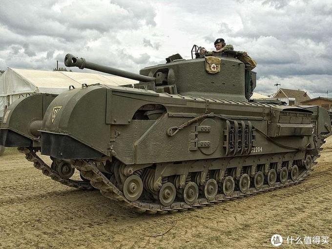 步兵坦克的巅峰,也是二战英国坦克的代表--丘吉尔型步兵坦克