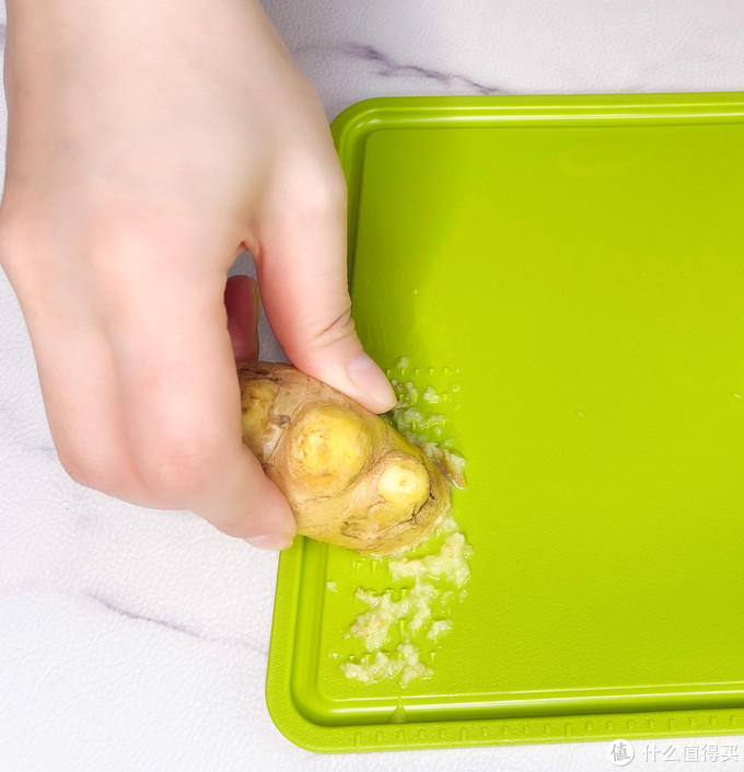 关注厨房健康,告别黄曲霉菌——七彩叮当砧板刀具筷子消抑毒机测评