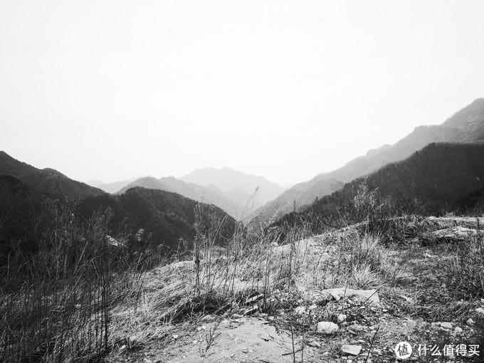 很喜欢这种黑白风格照片,有一种荒寂感