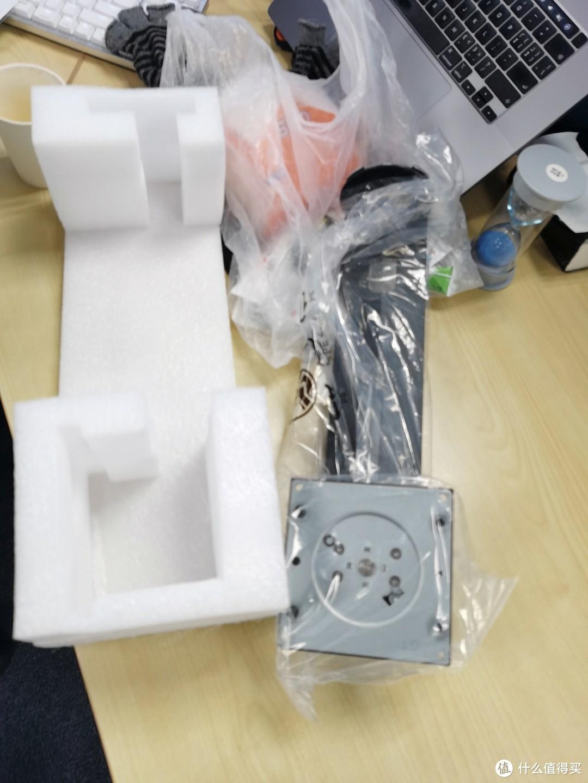 松人 27英寸 4k ips hdr 排雷 lg屏 显示器升降旋转可壁挂专业摄影等