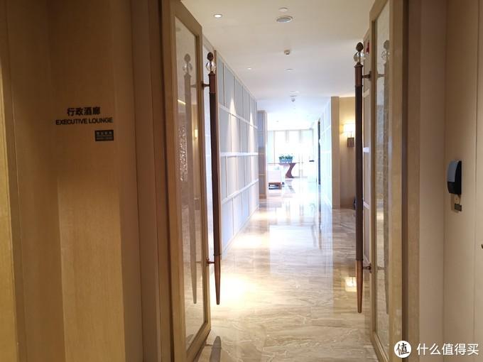 行政酒廊入口