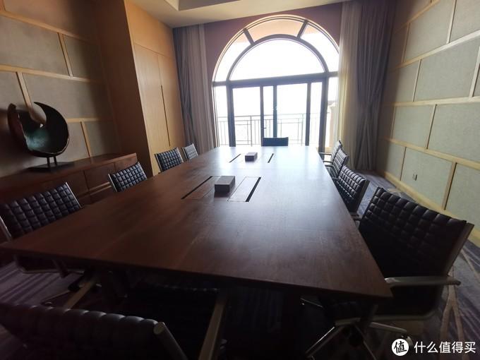 酒廊里的会议室