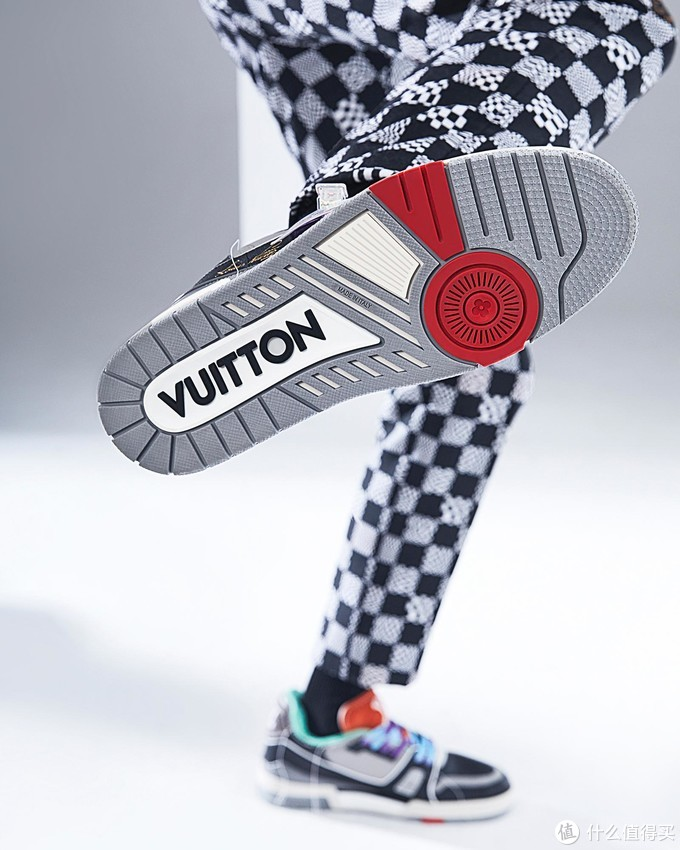 LOUIS VUITTON 发布 2021 春夏系列鞋款「Trainer Upcycling」,共有五种配色选择