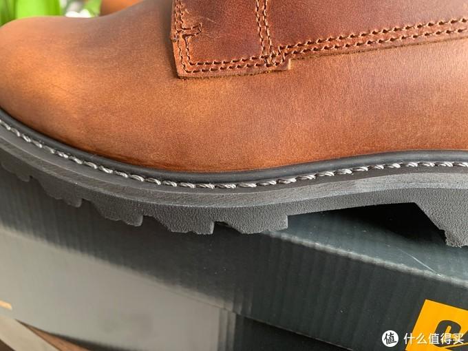 看这鞋底的缝线,居然是固特异工艺,他没有骗我