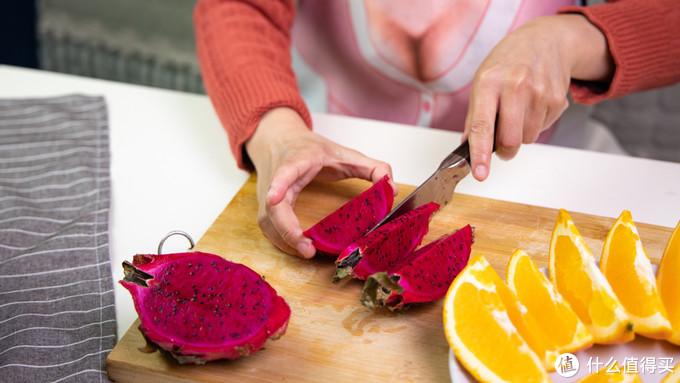 高端的食材往往需要高端的刀具加工,火候复合钢刀五件套体验