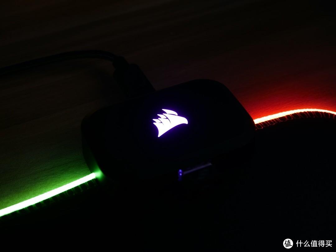 大到爆的桌面 RGB——海盗船 MM700 RGB 鼠标垫