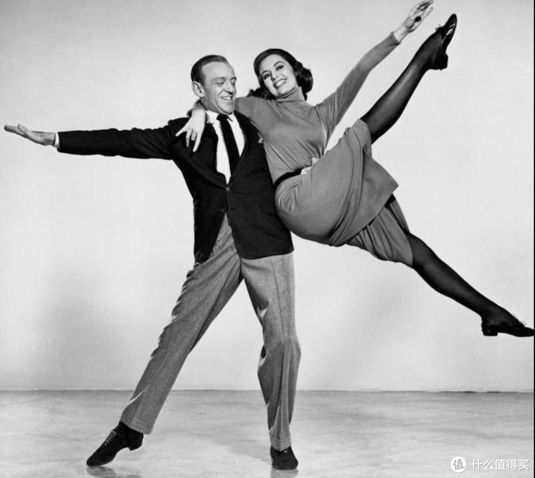优雅的Fred Astaire和他的灰色法兰绒裤子