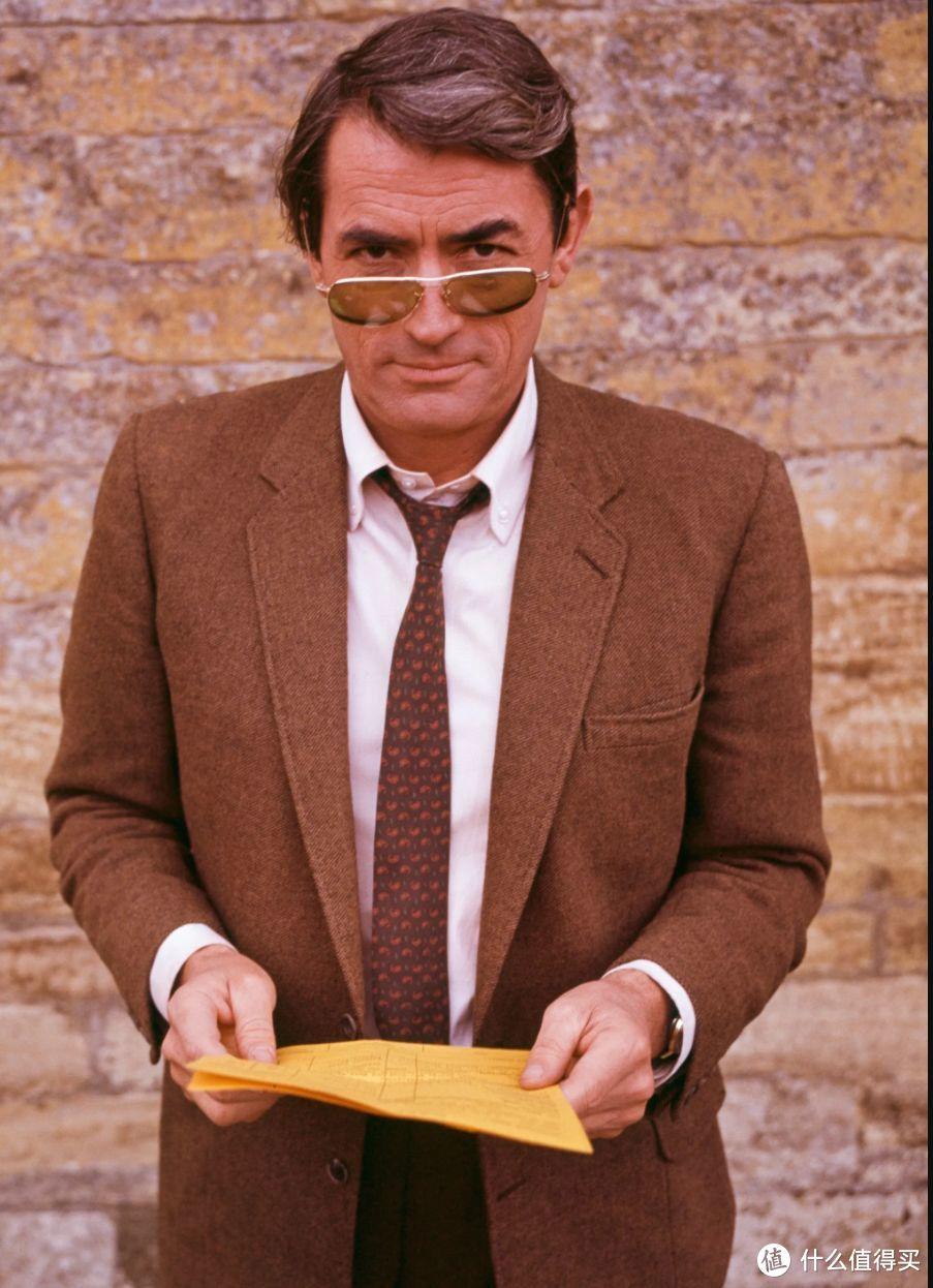 "Gregory Peck被誉为""永远的绅士"",这件照片完美的阐述了我前面说的""精心准备的漫不经心"",它被选为一本经典绅装读物的封面:《Icons of Men's Style》by Josh Sims"