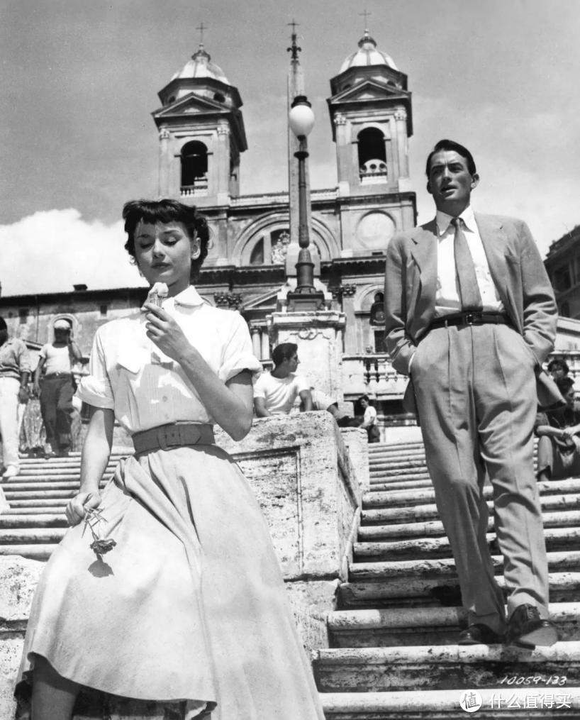 《罗马假日》赫本与派克在著名的西班牙台阶上