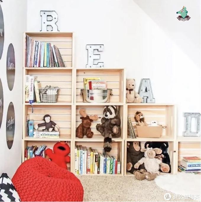 可以放书,玩具也可以搁上面
