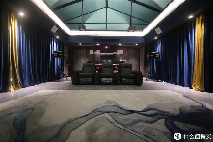 安装双层的丝绒材质垂厚落地窗帘